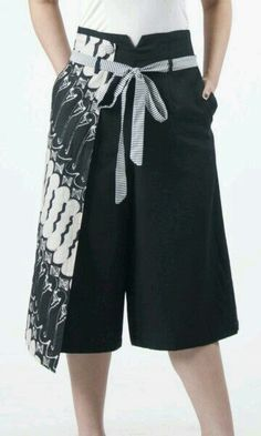 Frisanthi Cullote - Black with Black and White Large parang motif Kulot Batik, Batik Kebaya, Model Dress Batik, Batik Dress, Ethnic Outfits, Casual Outfits, Fashion Pants, Fashion Outfits, Womens Fashion