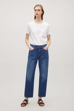 Cut from classic denim, these straight-fit jeans that are cropped at the ankle. Designed to sit between the hip and waist, they are completed with oxidised metal hardware and the classic five pockets.