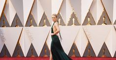 Rachel McAdams Shows Off Leg on Oscars 2016 Red Carpet!: Photo Rachel McAdams shows off some leg on the red carpet at the 2016 Academy Awards held at the Dolby Theatre on Sunday (February in Hollywood. Rachel Mcadams, Oscars Red Carpet Dresses, Red Carpet Gowns, Oscar Gowns, Oscar Dresses, Soirée Des Oscars, Glamour, Vogue Australia, Musa