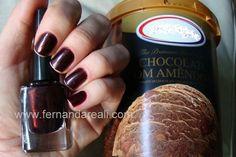 Esmalte Miúcha. Nail polish and Ice Cream