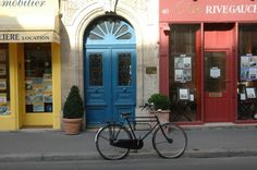 Blue Door — rue de Varenne, 7e arrondissement