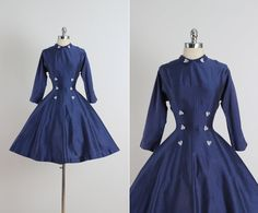 ➳ vintage 1950s dress  * navy cotton * white floral applique accents * metal back zipper * full skirt * cropped sleeves * by Vicky Vaughn