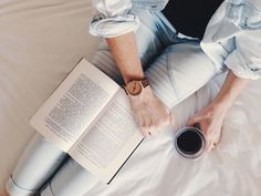 Harking back to a simpler life, when it was a pleasure to watch time pass by Coffee And Books, Bright Ideas, Fasion, Storytelling, Sunday, In This Moment, Magazine, Lifestyle, Watch