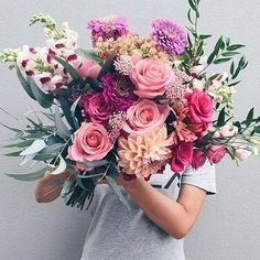 HOW YUMMY is this bouquet by one of our Auckland based LWB members @ludiamondflowers #loveatfirstsight  Website >>> www.ludiamondflowers.com