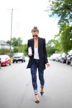 acid wash jeans,pointy heels, and black blazer with plain white tee I Love Fashion, Denim Fashion, Passion For Fashion, Style Fashion, Latest Fashion, Fashion Ideas, Fashion Inspiration, Fashion Trends, Fashion Tips
