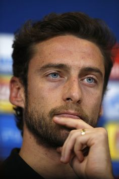 Juventus' midfielder Claudio Marchisio attends a press conference on the eve of the UEFA Champions League football match Juventus Vs GNK Dinamo Zagreb on December 6, 2016 at the 'Juventus Stadium' in Turin. / AFP / Marco BERTORELLO