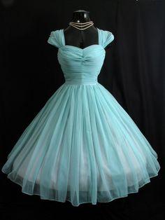 bridesmaid dresses vintage Nauti-is-better Vintage Prom, Vintage Style Wedding Dresses, Vintage Mode, Vintage Dresses, 1950s Prom Dress, Retro Dress, Cute Dresses, Beautiful Dresses, Bridesmaid Dresses