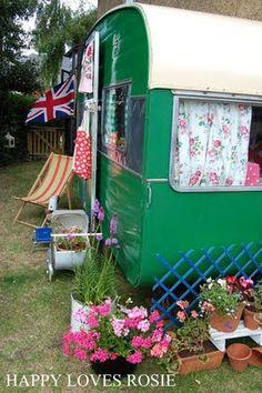beautiful vintage caravan on happy loves Rosie site.