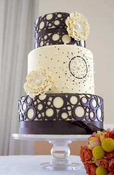 This design is covered in pale yellow fondant detailed in chocolate brown fondant rings and features sugar paste florals, the center is hand piped and includes fondant pearls. Cake: The Pastry Studio, Daytona, FL; Photography: Sherri Meyers Photography, Daytona, FL