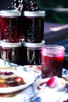 couple of weeks ago, my daughter Lexie found loaded grapevines on a fence line outside of our new office building. I went out and looked at them an Grape Recipes, Jelly Recipes, Canning Recipes, Grape Jam, Homemade Jelly, Jam And Jelly, Jelly Jelly, Vegetable Drinks, Diy Food