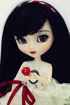 Pullip Snow White.
