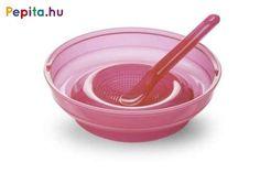 A kismamák legnagyobb segítsége az otthon és utazás közben is használható Nuvita 4 az 1-ben bébiétel készítő.      Jellemzői:  - Egy alapon: gyümölcsfacsaró, zöldség/gyümölcsreszelő, etető tálka és kiskanál  - Fixáló alátéttel, hogy az étel ne boruljon ki belőle etetés során  - Tetővel, hogy az ételt tárolhassuk is benne  - Mosogatógépben is tisztítható   - Mikrózható  - Praktikus termék olasz designnal Tableware, Dinnerware, Tablewares, Dishes, Place Settings