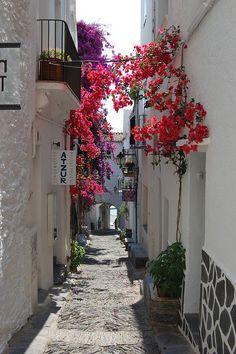 請讓我在你身邊,一起穿越這條街;一起紀念這一天。