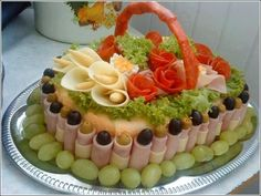 These Salad Decoration Ideas are So Amazing to Try Meat Trays, Meat Platter, Cheese Trays, Food Platters, Salad Decoration Ideas, Decor Ideas, Comida Diy, Good Food, Yummy Food