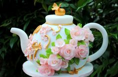 Teapot #Cake Beautiful with pretty flowers! Great #CakeDecorating!