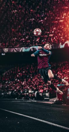 Lionel Messi heads in the Champions League of FC Barcelona Lionel Messi Barcelona, Barcelona Team, Ronaldo Football, Messi Soccer, Nike Soccer, Soccer Cleats, Soccer Players, Football Soccer, Champions League
