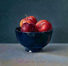 OMG this is so realistic: just gorgeous. Blauwe kom met pruimen 2006 (20 x 20 cm)