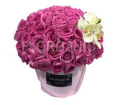 LA VIDA ES BELLA increíble diseño de rosas con un detalle de orquídea phalenopsis, entregas en CDMX y área metropolitana