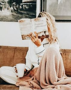 love photoshoot Currently Covetting: A Few Cozy Things You Need This Fall Book Photography, Lifestyle Photography, Morning Photography, Photography Branding, Photography Hashtags, Photography Challenge, Photography Services, Photography Editing, Creative Photography