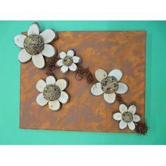 Mit Holz basteln | Ein Keilrahmen mit Holzblumen gestalten. Basteltipp gratis.