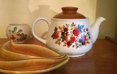 Sadler Teapot, Sadler tea pot, Sadler strawberry teapot, ceramic teapot, RARE Mid Century, English country cottage Sadler Teapot, 60s teapot