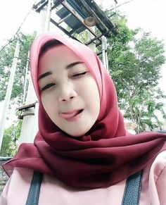 Hijab Pretty: Pretty Hijab Feeling in Love Cute Asian Girls, Sweet Girls, Cute Girls, Beautiful Muslim Women, Beautiful Hijab, Arab Girls, Muslim Girls, Muslim Beauty, Indonesian Girls