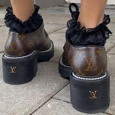 Dr Shoes, Me Too Shoes, Shoes Heels, Pumps, Aesthetic Shoes, Aesthetic Clothes, Aesthetic Style, Beige Aesthetic, Pretty Shoes
