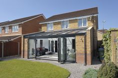 A contemporary veranda glass extension can transform your home. View our glass extension designs & request a free quote from your local supplier. Lean To Conservatory, Conservatory Kitchen, Conservatory Design, Victorian Conservatory, Glass Roof Extension, House Extension Design, Extension Ideas, Extension Google, Rear Extension