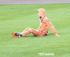 {Gif} when Jongin catches the bottle with his feet,… LOL his face! - Kai
