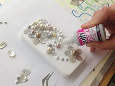 Make a  Pretty Pearl Phone Case DIY
