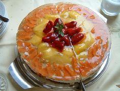 Esta tarta se destaca por la combinación de texturas, flan y manzanas. Queda muy bien y muy presentable como postre.