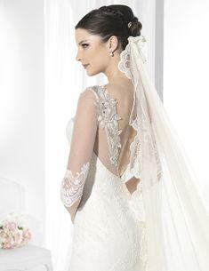 Vestidos de novia en línea sirena con transparencia en museta y mangas.