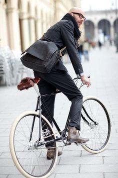 hotdudesonbikes: (via Monday Bike Style: Mr Dapper Specs « Kitesurf Bike rambling)