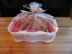 Remember the white plastic container with the handle you bought your spring time geraniums in ?  I removed the handle & used this container for giving a homemade loaf of banana bread as a gift basket !