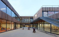School Center Lucie Aubrac / Dietmar Feichtinger Architects