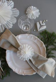 Snöblomma - till vinterdukningen - DIY Sweden A Christmas Story, Christmas Lights, Christmas Decorations, Diy Paper, Paper Crafts, Flower Tutorial, Merry Xmas, Christmas Inspiration, Christmas Projects
