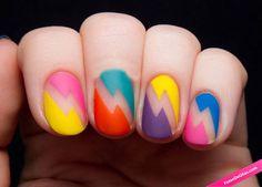 Manicura de colores mate con silueta de rayo. Originales y coloridas. #Nails #Manicura #Uñas #UñasDecoradas