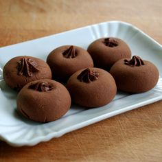 Nutella - Nutellotti - super easy recipe for little sweet chocolate bombs! Italian Cookies, Italian Desserts, Köstliche Desserts, Dessert Recipes, Nutella Recipes, Cookie Recipes, Kolaci I Torte, Biscotti Cookies, Nutella Cookies