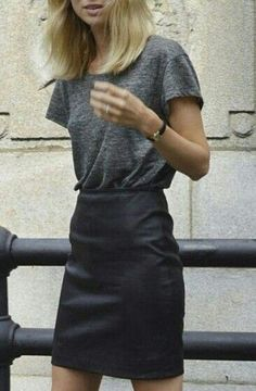 Summer style | Grey t-shirt with black leather skirt