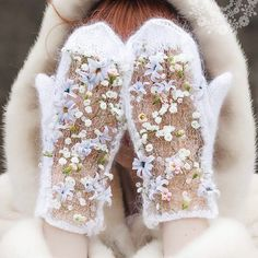 Fantasy knit winter white mesh lace mittens with lovely fresh flower decorations Fingerless Mittens, Knit Mittens, Mitten Gloves, Winter Bride, Cross Stitch Bird, Irish Lace, Knit Fashion, Ear Warmers, Beautiful Hands
