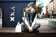 H&M Stone Washed Jeans, Sacha Studded Rain Boots, Pieces Melange Beanie