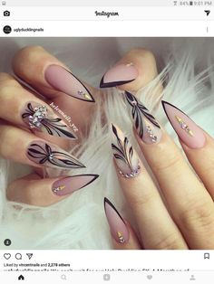 For those who like delicate nail design, Stiletto Nails are becoming a trend! More and more women choose this Stiletto Nail Designs! As far as nail art is concerned, stiletto style nails is a good reflection. They are basically elliptical, but at t Edgy Nails, Hot Nails, Hair And Nails, Elegant Nails, Gorgeous Nails, Pretty Nails, Perfect Nails, Stiletto Nail Art, Acrylic Nails