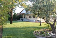 Breaking the continuity of the flat surface of #lawn creates a friendly and natural #landscape