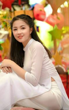 Vietnamese Traditional Dress, Traditional Dresses, Ao Dai, Vietnam Costume, Vietnam Girl, Sexy Hips, Girl With Curves, Beautiful Asian Women, Sexy Outfits