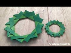 This video shows an instruction on how to fold an origami Christmas wreath. This is an origami poinsettia Christmas wreath. ■you will need Origami or wrappin. Origami Wreath, Origami Paper Art, Quilling Paper Craft, Christmas Origami, Christmas Paper Crafts, Origami Butterfly, Origami Stars, Gato Origami, Origami Flowers Tutorial
