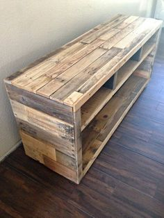 Pallet Furniture Projects DIY Pallet Media Console Table - Pallet projects are gaining huge popularity in the DIY world. Rightfully so! You can create beautiful pieces of furniture and more for really cheap or even free. Wooden Pallet Projects, Wooden Pallet Furniture, Pallet Crafts, Wooden Pallets, Rustic Furniture, Diy Furniture, Pallet Wood, Modern Furniture, Furniture Plans