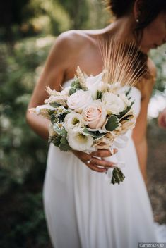 Boho chic wedding bouquet Fauna and Flora are two terms frequently heard by people who … Neutral Wedding Flowers, Wedding Flower Guide, Flower Bouquet Wedding, Boho Chic Wedding Dress, Dream Wedding Dresses, Trendy Wedding, Diy Wedding, Wedding Ideas, Bohemian Schick