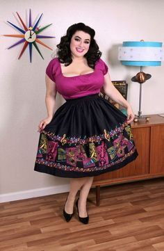 Pinup Couture Bella Skirt in Music Boarder Print with Art by Stephanie Buscema Vintage Inspired Fashion, Retro Fashion, Vintage Fashion, Pin Up Outfits, Curvy Outfits, Vintage Style Dresses, Vintage Outfits, Vintage Wear, Curvy Girl Fashion