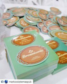 Etiquetas y tarjetas de presentación personalizadas para tu producto o negocio. Diseñado y elaborado por @markoxsistemaspub para la nueva repostería de Sincelejo dónde encontrarás los mejores brownies de la Cuidad @la_browniseria