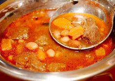 Babgulyás recept bográcsban recept foto Chana Masala, Soups And Stews, Cheeseburger Chowder, Bakery, Curry, Cooking Recipes, Ethnic Recipes, Foods, Drinks